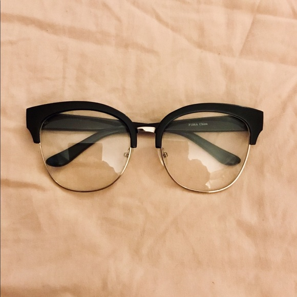 fedb418632 UO TRENDY VINTAGE STYLE LARGE FRAME GLASSES. NWT. Urban Outfitters
